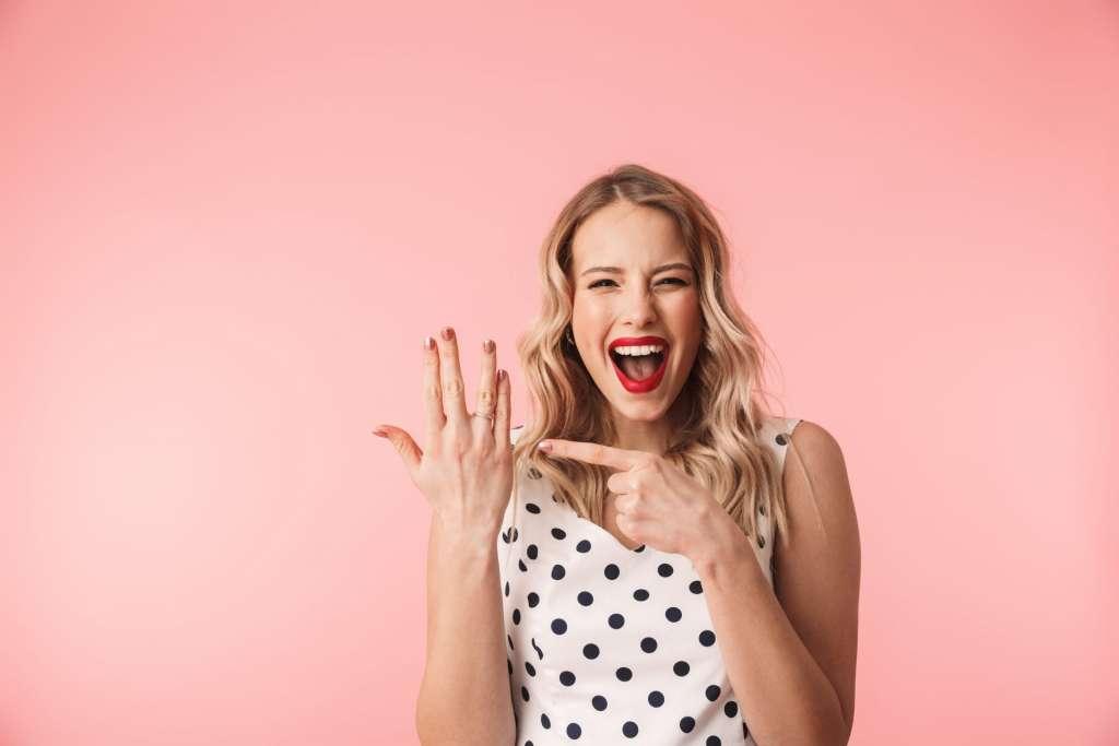 指輪 女性 喜ぶ