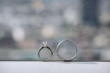 指輪 窓際