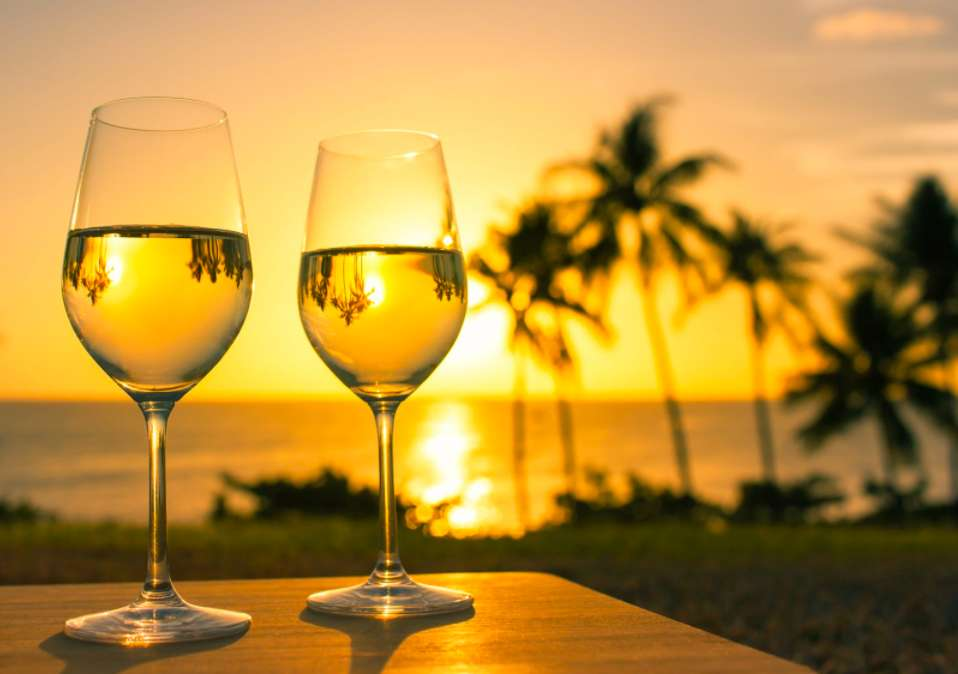 夕陽とワイングラス