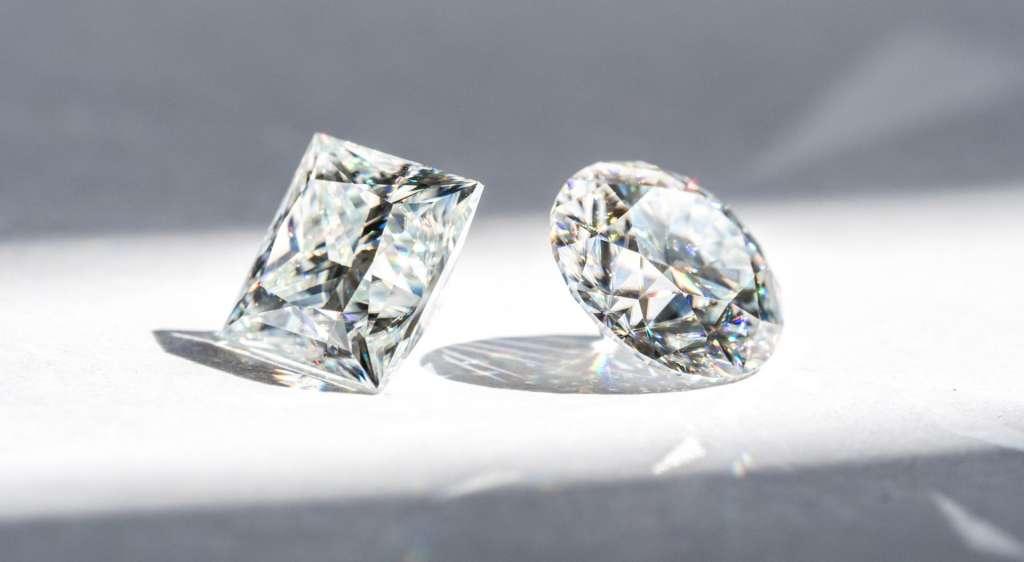 モアサナイトとダイヤモンド